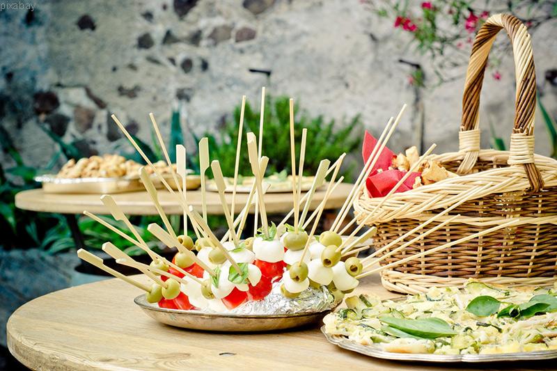 Wie Du Einladungen und Partys trotz einer Diät geniessen kannst