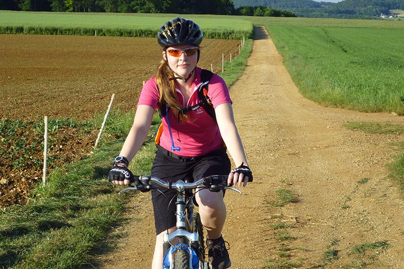 Araina am Radfahren